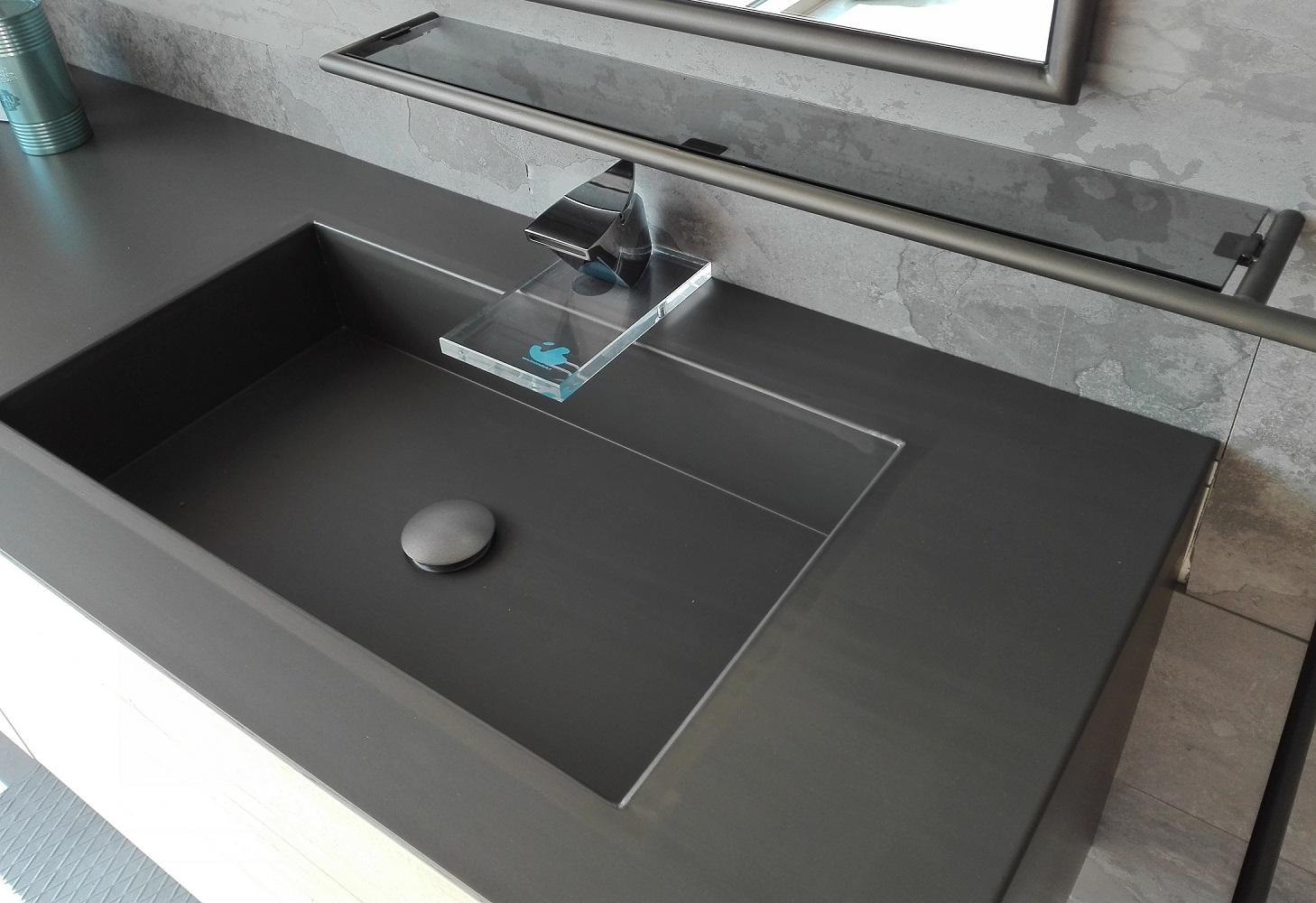 un vintage attuale ceramiche bm. Black Bedroom Furniture Sets. Home Design Ideas